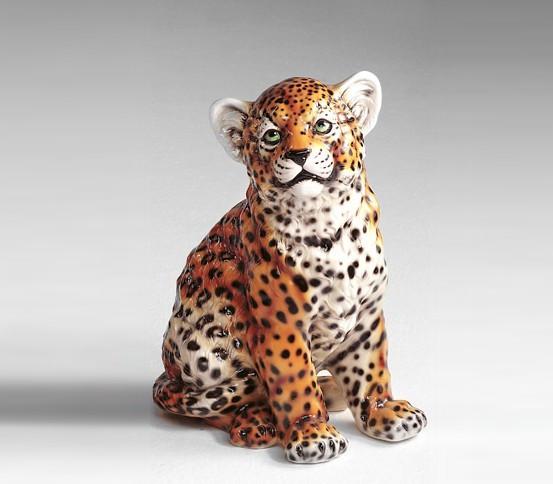 Estatua cachorro de leopardo