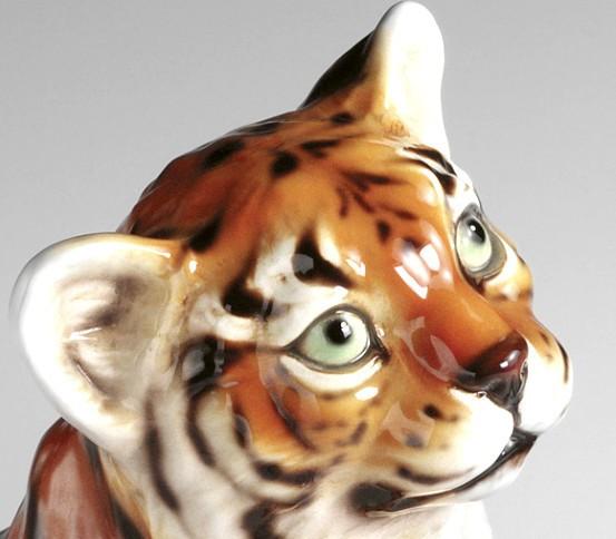 Little tiger brush holder